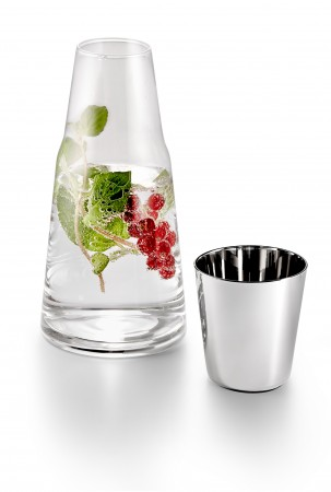 H2O pitcher with drinking glass